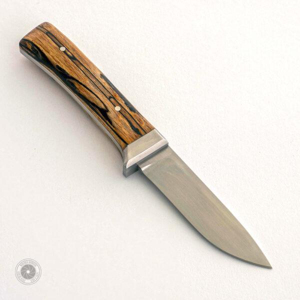 Jagdmesser: Klinge RWL 34, Backen Böhler N690, Griffschalen gestockte Buche stabilisiert